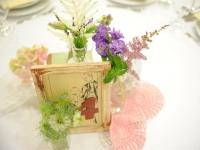 vintage_eskuvoi_dekoracio_hortenzia_csipke_asztalszam_nigella_astilbe_debreceni_eskuvo_erdospuszta