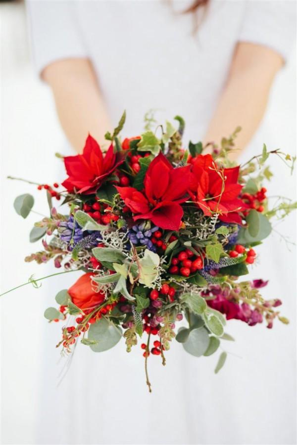 teli_eskuvo_menyasszonyi_csokor_mikulasvirag_jacint_tulipan