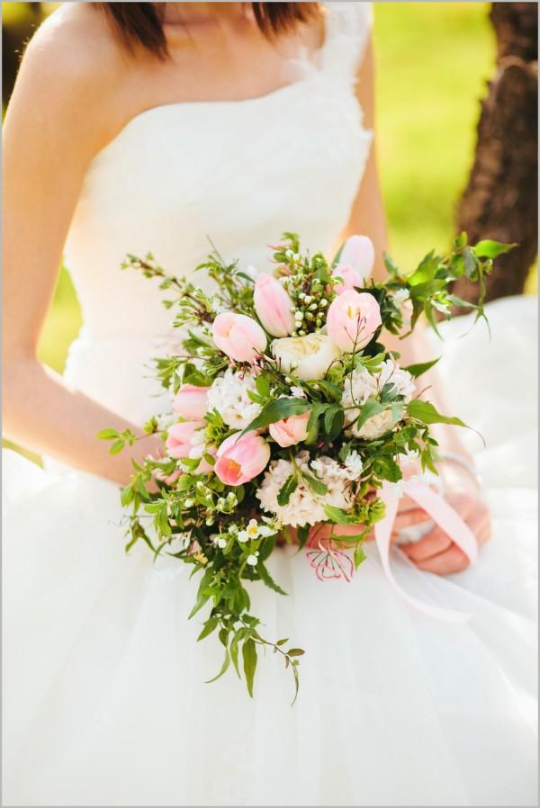 menyasszonyi_csokor_floralily_barackos-